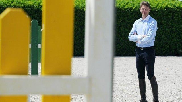Le champion d'équitation Kevin Staut, ambassadeur de la marque Smuggler