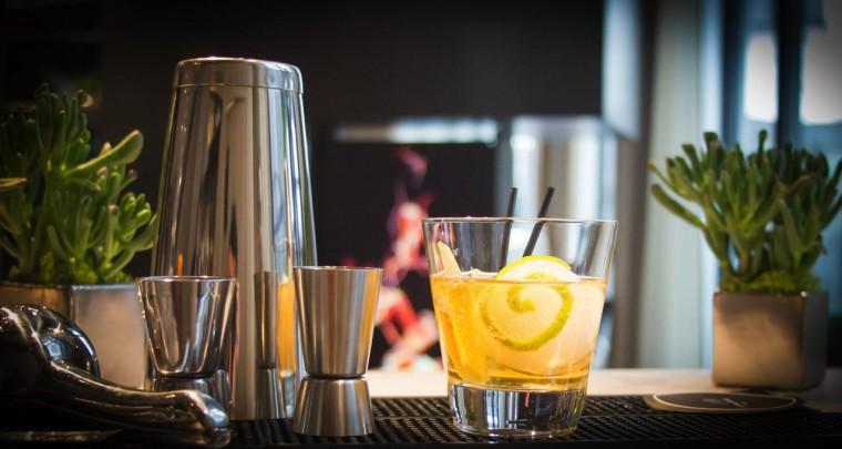 6 participants, un barman expérimenté, c'est l'Atelier Cocktails de l'Hôtel Le Cinq Codet