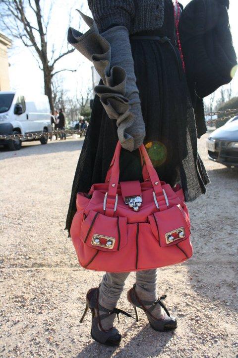 Sac Céline, gants Paule Ka, shoes Dsquared.