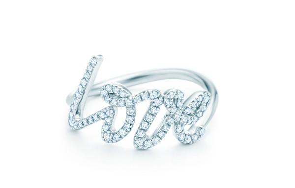 Bague Love Paloma Picasso pour Tiffany & Co. en or blanc et diamants – 4 700 €