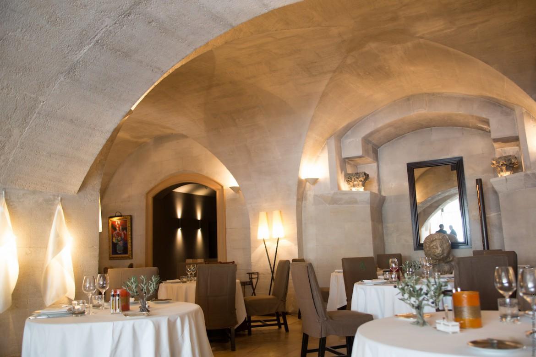 La majesteuse salle du restaurant étoilé, L'Oustau de Baumanière.