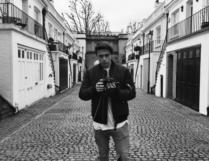 Brooklyn Beckham devient photographe pour Burberry