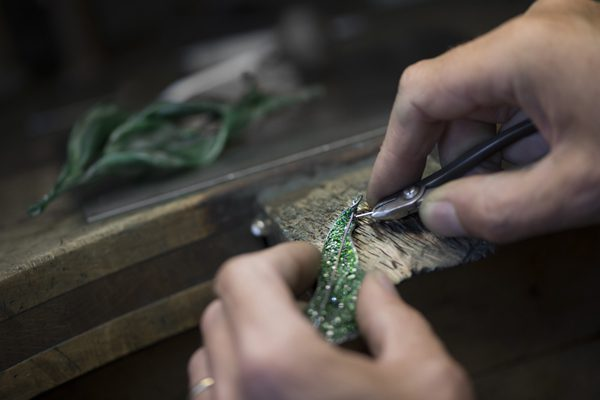 CINDY CHAO THE ART JEWEL - [Craftsmanship] - Tsavorite setting on titanium