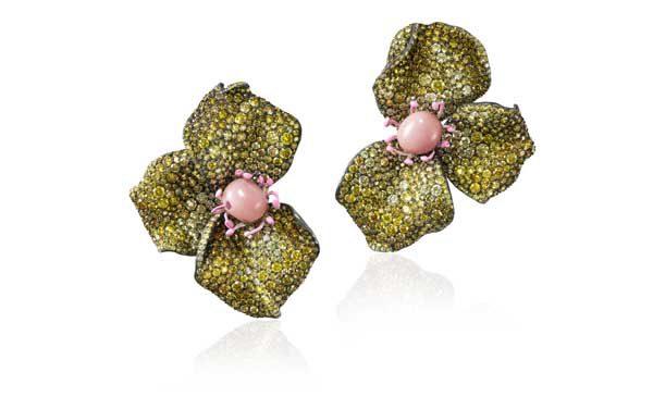 CINDY CHAO The Art Jewel - Boucles d'oreilles Haute Joaillerie Conch Pearl Rose or, diamants jaunes et perles de conches - Prix sur demande