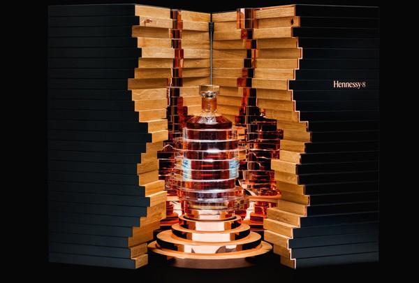 Hennessy 8, symbole de la transmission