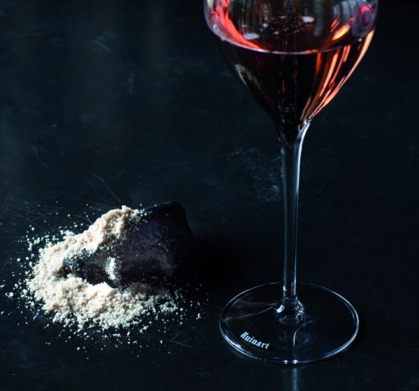 Poudre de Crayère sur raviole noire… avec Ruinart Rosé