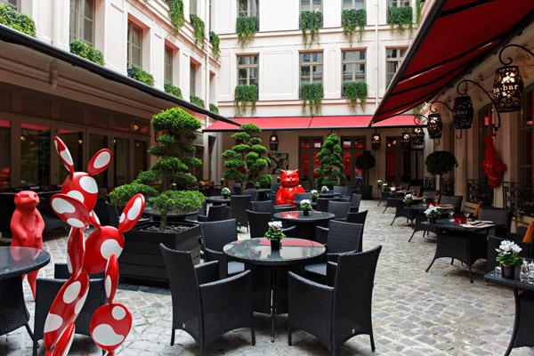 Le Buddha-Bar Hotel Paris accueille les œuvres de la Galerie 208