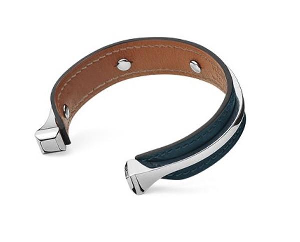 HERMES - Bracelet en veau Swift, fermoir palladié - 421€