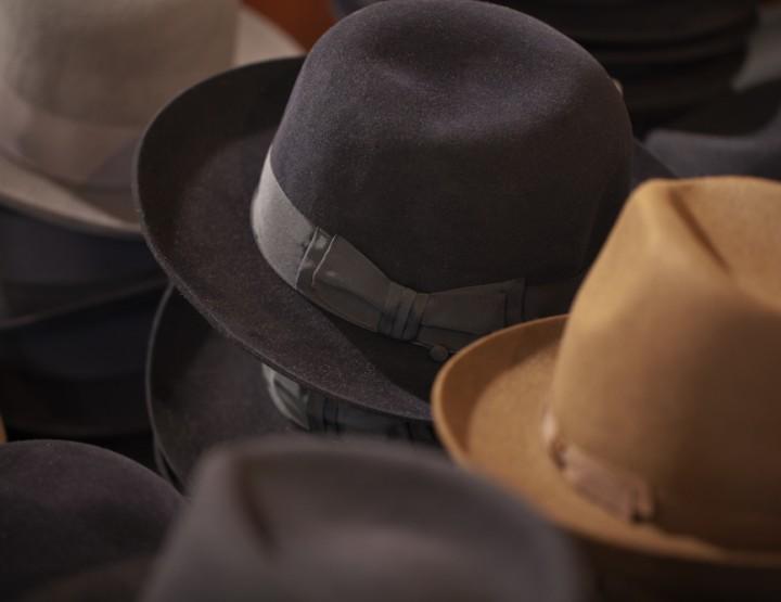 Une Bates de chapeau!