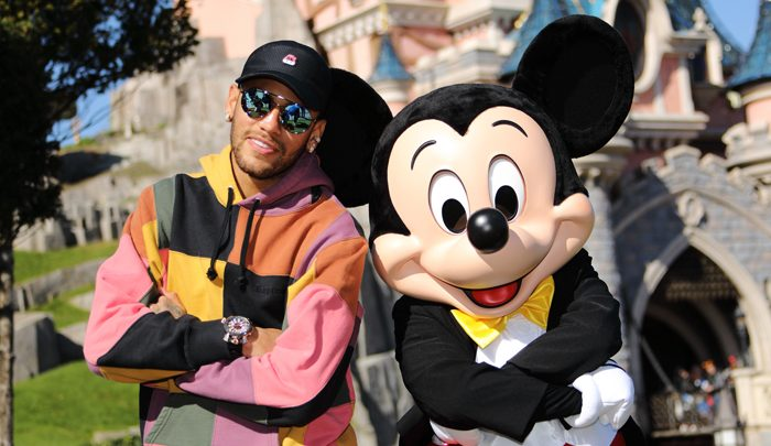 Neymar lance la Mickey 90 Mouse Party