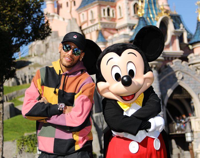 Neymar lance la Mickey 90 Mouse Party