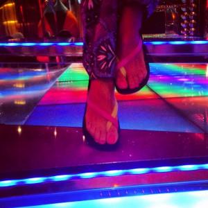 Et hop! Dans ma tenue sexy, je fais aller jusqu'au bout de la nuit sur le dance floor !!