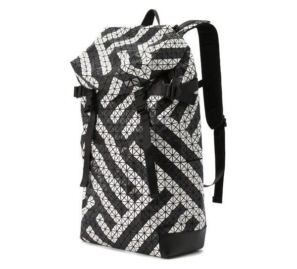 ISSEY MIYAKE - Sac Hiker Bag - 1 430€