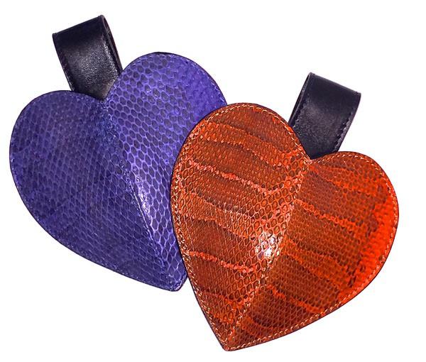 JOHN RIBBE - Pochette Coeur serpent d'eau douce bleu - 165€