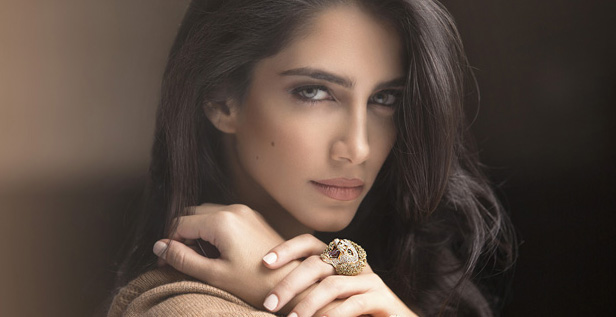 Jessica Kahawaty prends la pose pour Roberto Coin