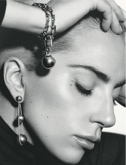 Lady Gaga prend la pose pour Tiffany & Co.