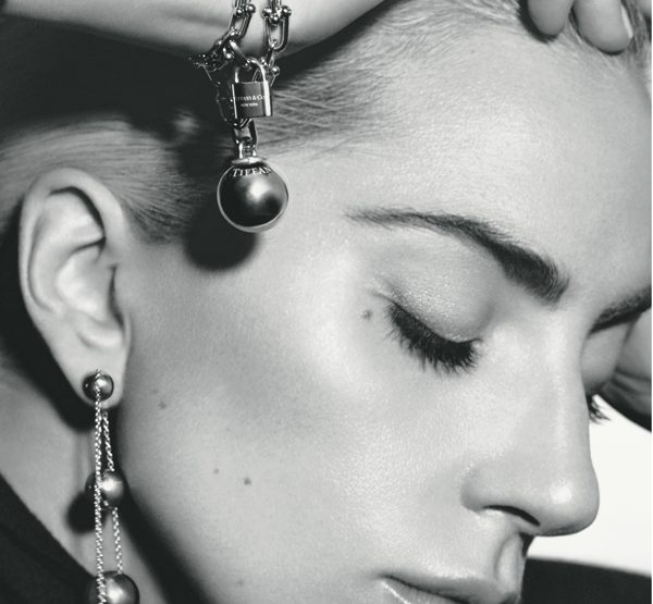 Lady Gaga prend la pose pour Tiffany & Co.