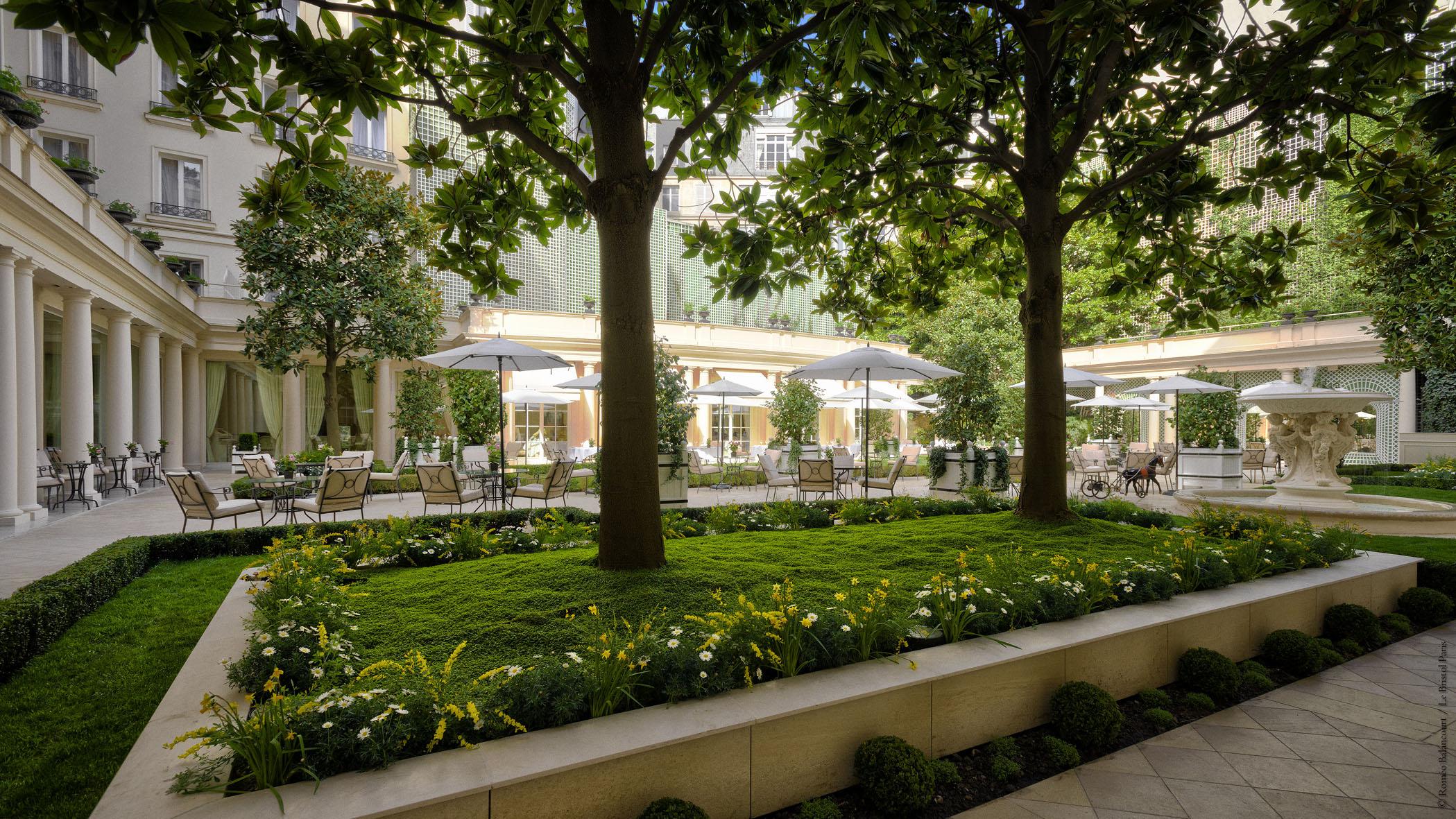 The dream team le bristol meilleur h tel de luxe en for Le nouveau jardin anglais