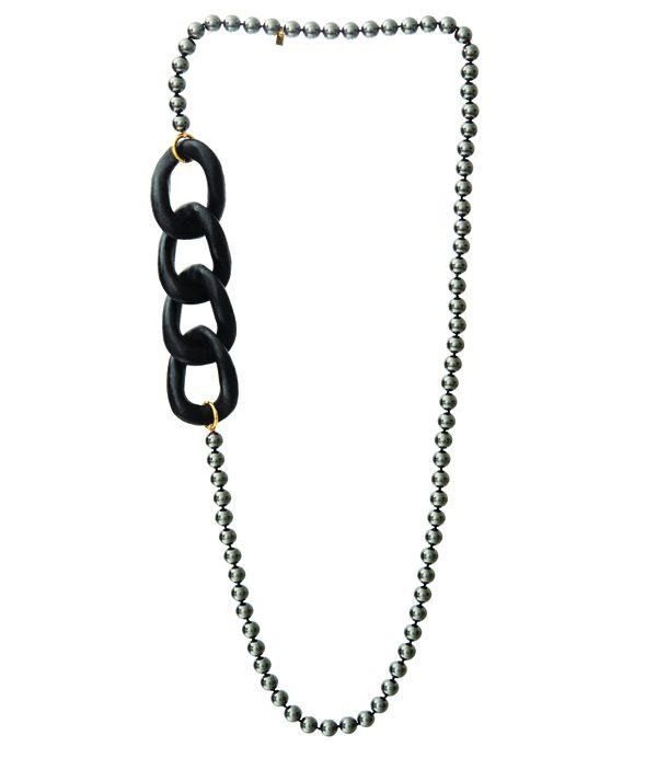 MISAKI - Sautoir en perles artisanales et galuchat – 299€