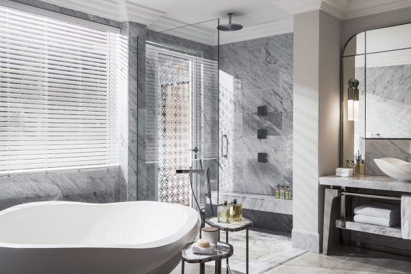 OO_LeSaintGéran_Accommodation_Villa_One_Master_Bathroom