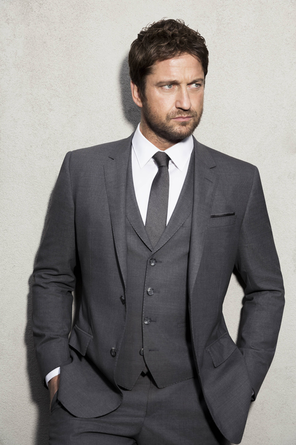 PHOTO GERARD BUTLER SIGNING ANNOUNCEMENT