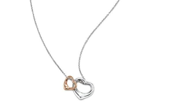 Pendentif Open Heart Elsa Peretti pour Tiffany & Co. en argent en or rose – 740 €