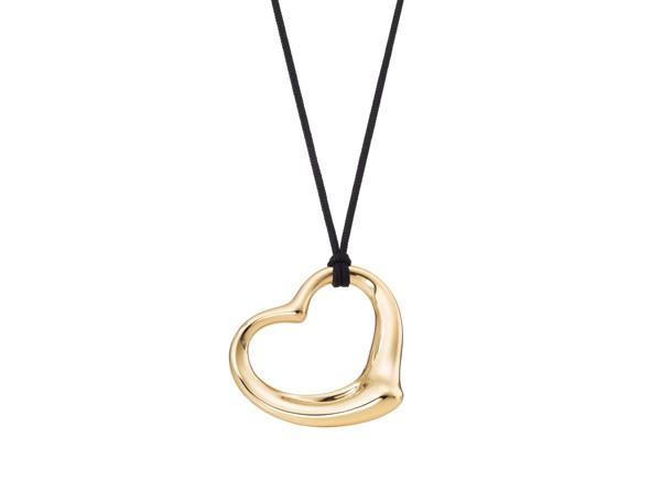 Pendentif Open Heart Elsa Peretti pour Tiffany & Co. en or jaune – 2 850 €