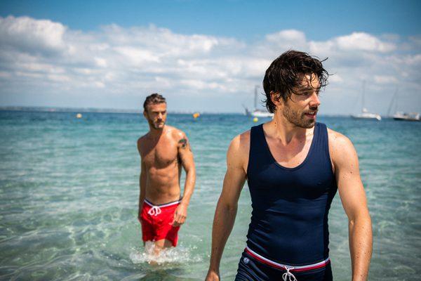 LE SLIP FRANCAIS - Short de bain rouge Mousaillon - 125€ Maillot de bain une pièce bleu marine Mousse - 160€