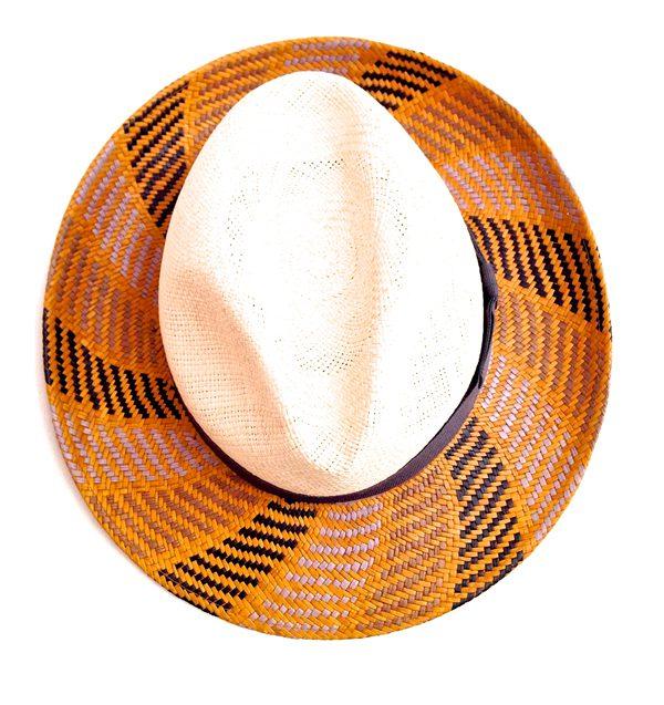 SMALTO - Chapeau tressé en paille et gros grain noir - 350€
