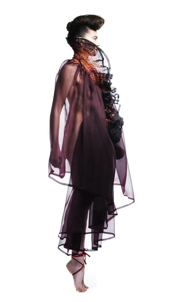 SOPHIE GUYOT - Robe tunique à col volanté en mousseline de soie dégradée bordeaux, or, noir - Prix sur demande