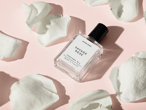 La créatrice de mode Anine Bing lance sa première fragrance