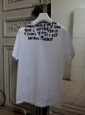 1er/12/11: se procurer l'édition limitée du T-shirt Sida de Margiela