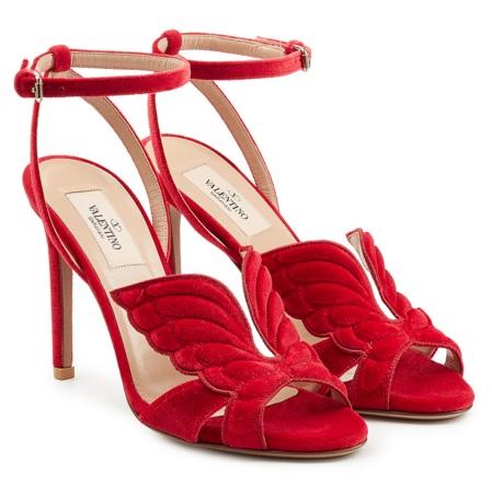 VALENTINO sur Stylebop.com - Sandales à talons en velours - 650€