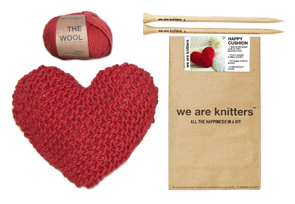WE ARE KNITTERS - kit Happy cushion 47€