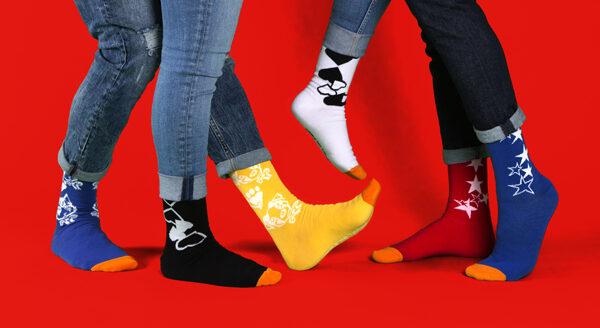 Z_CRUEL DILEMME_Quand les chaussettes osent la différence (10)