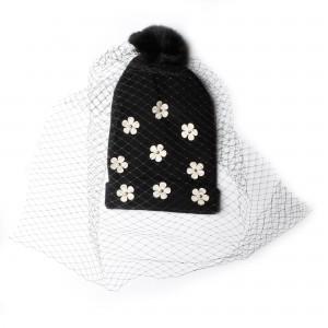bonnet fleuri noir-voilette-fourrure-à plat-29,95e