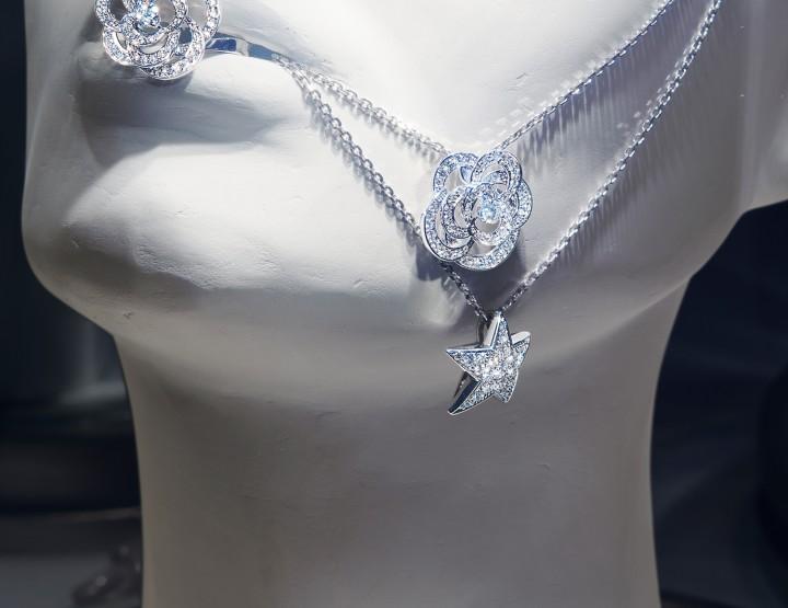 Chanel présente son espace éphémère mode et joaillerie