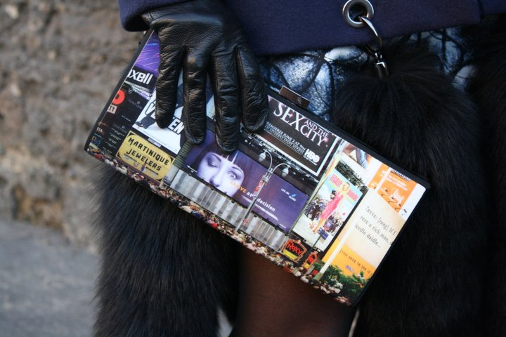Pochette dénichée à New York et gants vintage chinés à Cape Town.