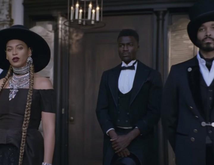 Beyoncé en robe noire On Aura Tout Vu dans