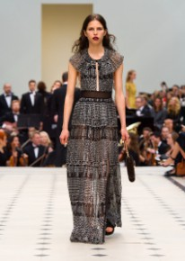 Burberry Womenswear S_S16 Collection - Look 34