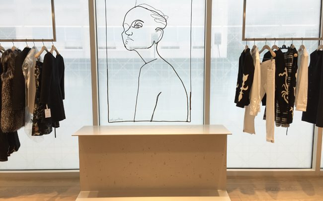 La sculpture de Julie Gauthron pour la boutique Dior de Chicago