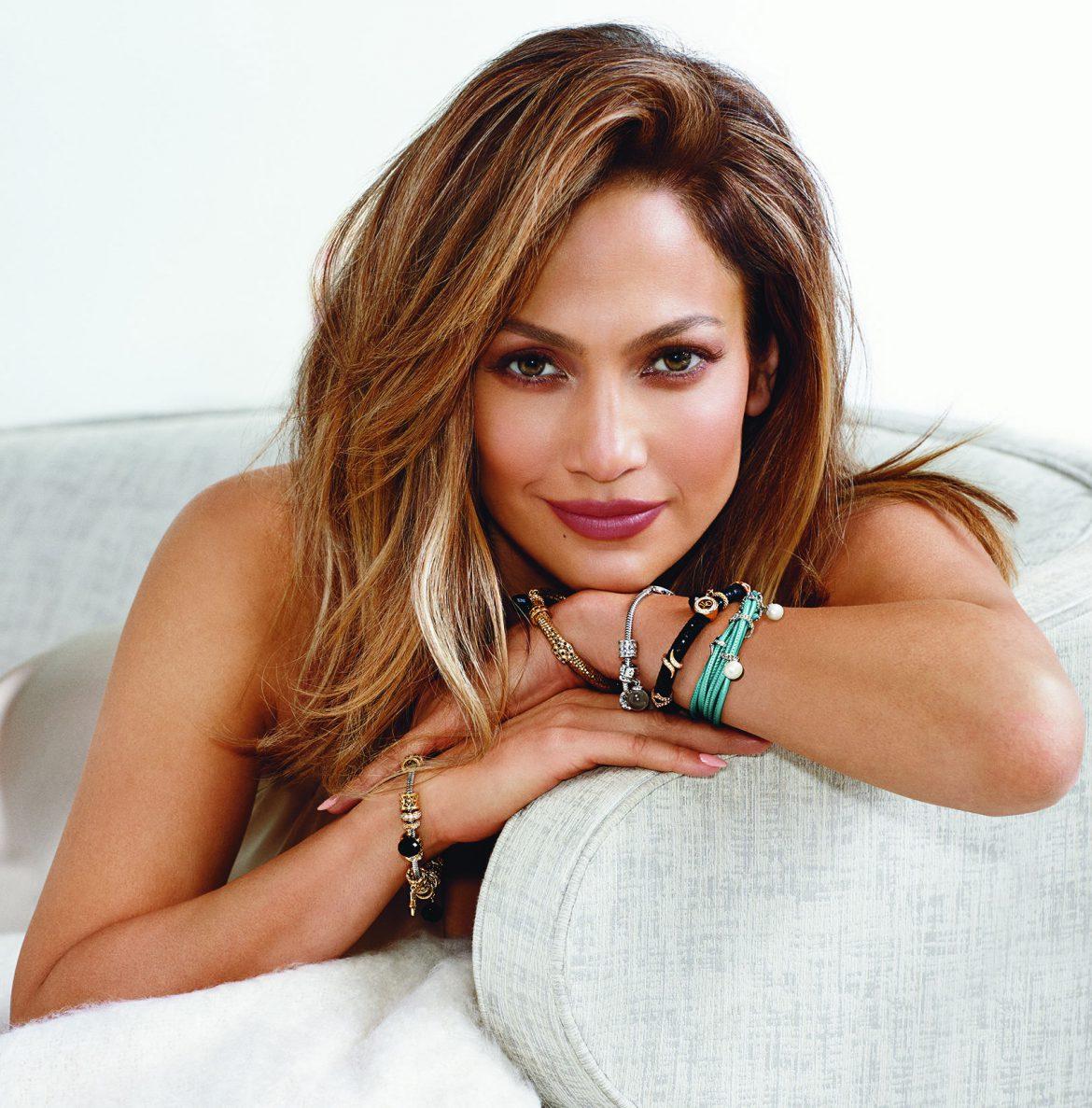 Jennifer Lopez, ambassadrice et créatrice d'une ligne de Charms Endless