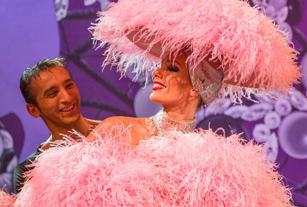 Le Lido fait son show chez Marionnaud Champs-Elysées pour une Saint-Valentin glamour