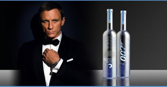 James Bond boit de la vodka Belvedere