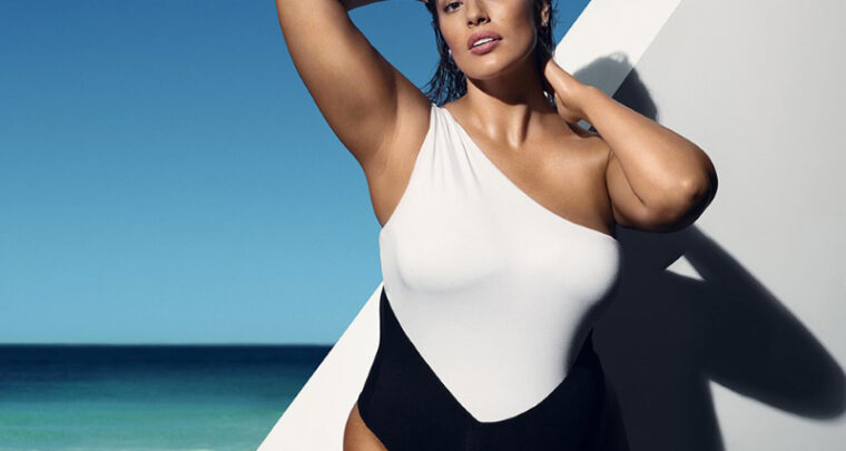 Ashley Graham rayonne pour St.Tropez